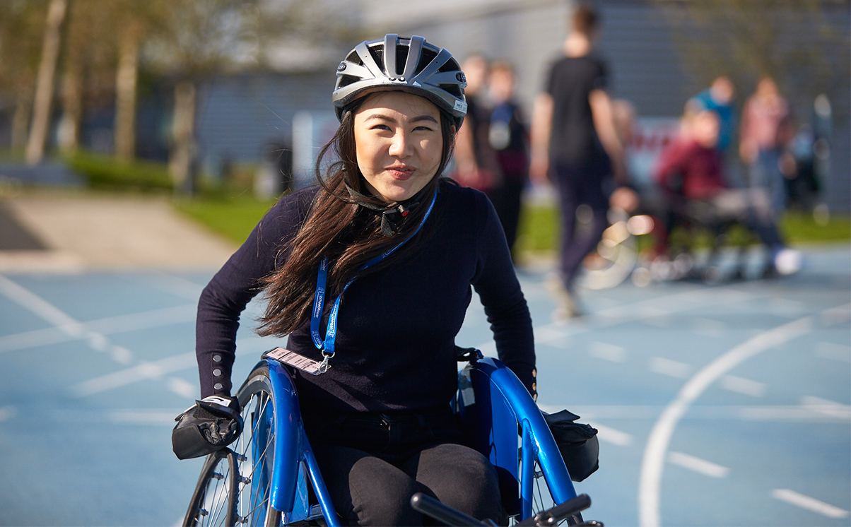Jasmine Chan, Stewarts - ISU Games 2019 - trying wheelchair track racing