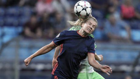 Woman footballer header
