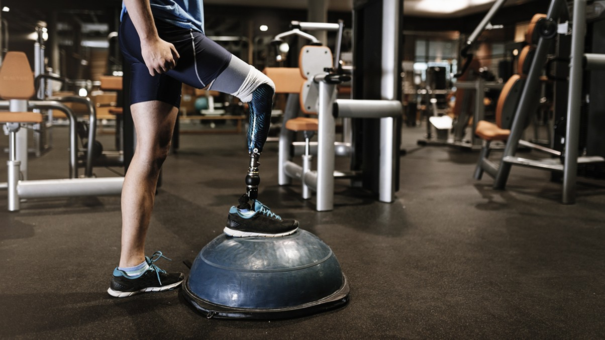 Amputee- prosthesis- gym-exercise